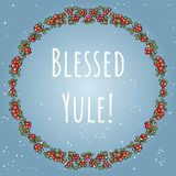 在上写字在红色莓果五颜六色的装饰品花圈的保佑的Yule boho  皇族释放例证