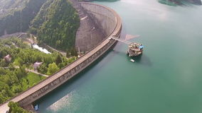 在上升上的水水坝 股票录像