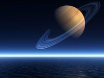 在上升的土星的横式海洋 免版税图库摄影
