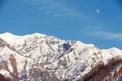 在上升的月亮山 免版税库存照片