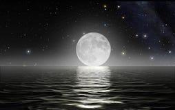 在上升的月亮海洋 库存图片