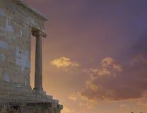在上城希腊,雅典娜耐克寺庙的火热的日落 库存图片