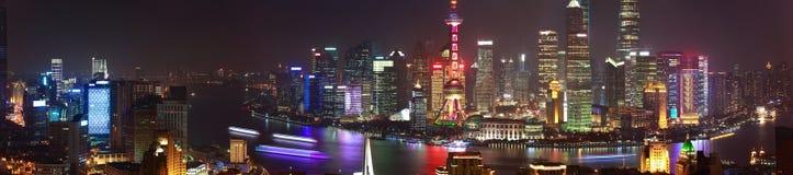 在上海全景夜sc障壁地平线的航拍  库存照片