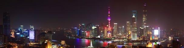 在上海全景夜sc障壁地平线的航拍  免版税库存照片