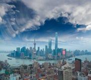 在上海微明障壁地平线的航拍  图库摄影
