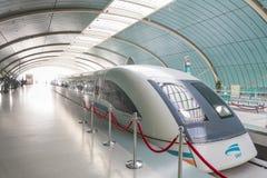 在上海瓷的磁悬浮火车 免版税库存图片