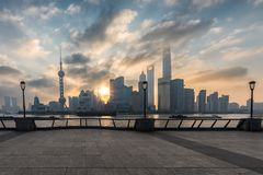 在上海,中国地平线的日出  库存照片