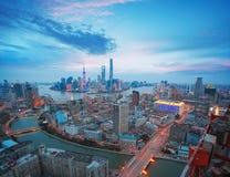 在上海黄昏障壁地平线的航拍  免版税图库摄影