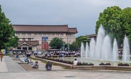 在上野公园的美丽的喷泉和东京国立博物馆-东京,日本- 2018年6月12日 库存图片