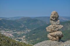 在上面的岩石在山在葡萄牙 图库摄影