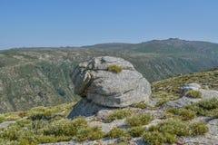 在上面的岩石在山在葡萄牙 库存照片