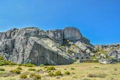 在上面的岩石在山在葡萄牙 库存图片