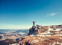 在上面的登山人 免版税库存图片