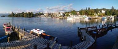 在下午光的Bowness在温德米尔全景港口视图, 库存图片