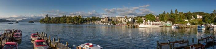 在下午光的Bowness在温德米尔全景港口视图, 库存照片