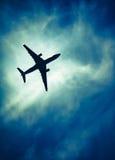 在下来情感天空的飞机 库存图片