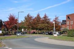 在下班时间,环形交通枢纽在Nesselande区在有很多颜色的鹿特丹在秋天季节期间和 免版税库存图片