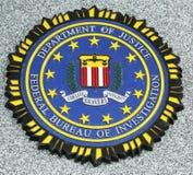 在下落的官员的FBI象征纪念在布鲁克林, NY 免版税库存照片