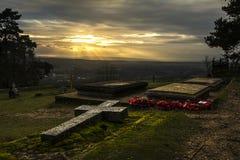 在下落的战士的坟墓的日落 库存照片