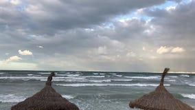 在下雨天的阿雷纳尔海滩 影视素材