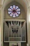 在不伦瑞克大教堂里面的教会器官 免版税库存照片