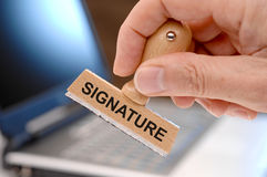 在不加考虑表赞同的人打印的署名 免版税库存图片
