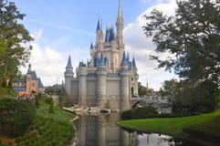 在不可思议的王国公园,华特・迪士尼世界手段奥兰多,佛罗里达,美国的灰姑娘城堡 免版税库存图片