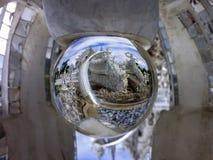 在不可思议的球的白色寺庙 库存图片