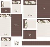在不同的桃红色灰色罗缎的花卉赃物构造缎婚礼邀请的木兰设置了1 库存图片