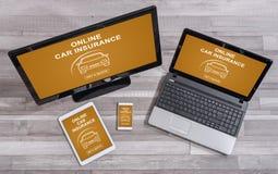 在不同的设备的网上汽车保险概念 库存图片