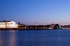在不眠夜期间,离婚的宫殿桥梁,圣彼德堡,俄罗斯 2010年7月3日 免版税库存图片