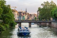 在不适的河的晚上在史特拉斯堡,阿尔萨斯,法国 免版税库存照片