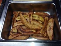 在不锈钢碗的油煎的大蕉 免版税库存照片