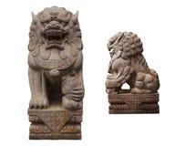 在与剪报轻拍的白色背景隔绝的石狮子雕象 免版税库存照片