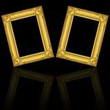在与反射的黑色隔绝的两个金木制框架 免版税库存照片