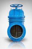 在与反射蓝色金属停机阀的白色背景气体管道的 滑刀子闸式阀切断和控制VA 库存照片