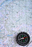 在与地图和指南针的一次旅途上 免版税库存图片