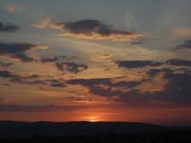 在与日落光的被点燃的云彩 免版税库存照片
