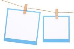 在与晒衣夹的绳索垂悬的照片框架 库存照片