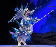 """在与羽毛北京Opera""""杨Family†的妇女将军的嘴 免版税库存图片"""
