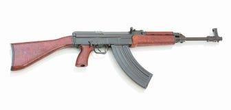 在与阴影反射的白色背景隔绝的捷克斯拉夫的攻击步枪 库存照片