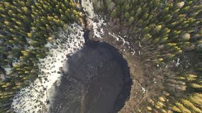 在与雪的春日期间伟大的湖的鸟瞰图 免版税库存照片