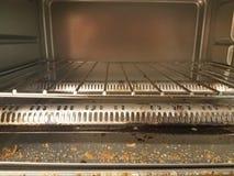 在与面包屑的一个多士炉烤箱里面 图库摄影
