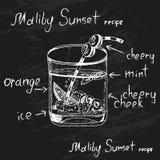 在与食谱的白垩画的日落马利布鸡尾酒 库存照片