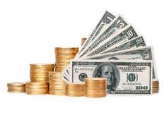 在专栏的许多在白色隔绝的硬币和美元 免版税库存照片