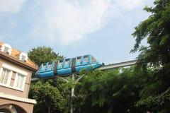 在世界南山深圳中国艾萨的Windows的轻轨火车 免版税图库摄影