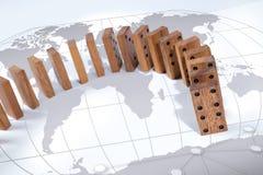 在世界地图概念背景附近的多米诺作用风险 免版税库存图片