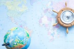 在世界地图的背景的地球 库存图片
