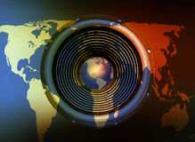 在世界地图背景的报告人 库存照片