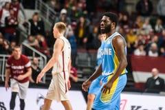 在世界杯篮球赛2019年资格比赛期间的尤金Jeter, :拉脱维亚-乌克兰 竞技场里加 库存照片